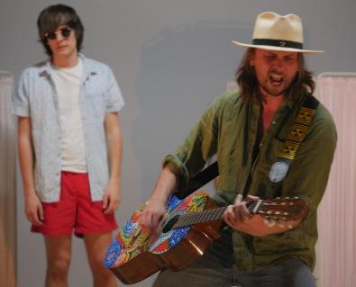 Fra venstre: Thomas Ottersen, Svend Erichsen. Sistnevnte i rollen som Henning Dahl. (Foto: Rune Myrland)
